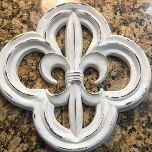Fleur de lis wall art with custom paint